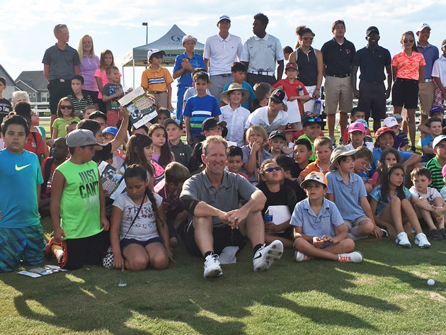 David Duval poses with his audience after CoBank Kids Clinic at Green Valley Ranch