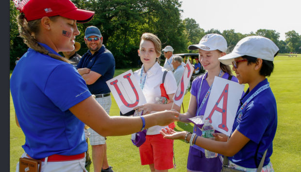 Jennifer Kupcho signs autographs for fans at the Curtis Cup. (USGA/Steven Gibbons)