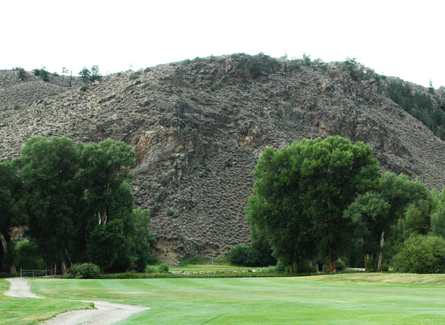 The approach to hole 13 at Dos Rios Golf Club.