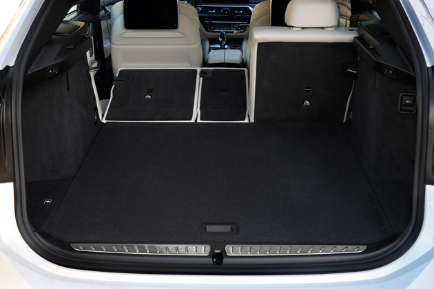 The spacious hatch area of the BMW 6 Grand Turismo